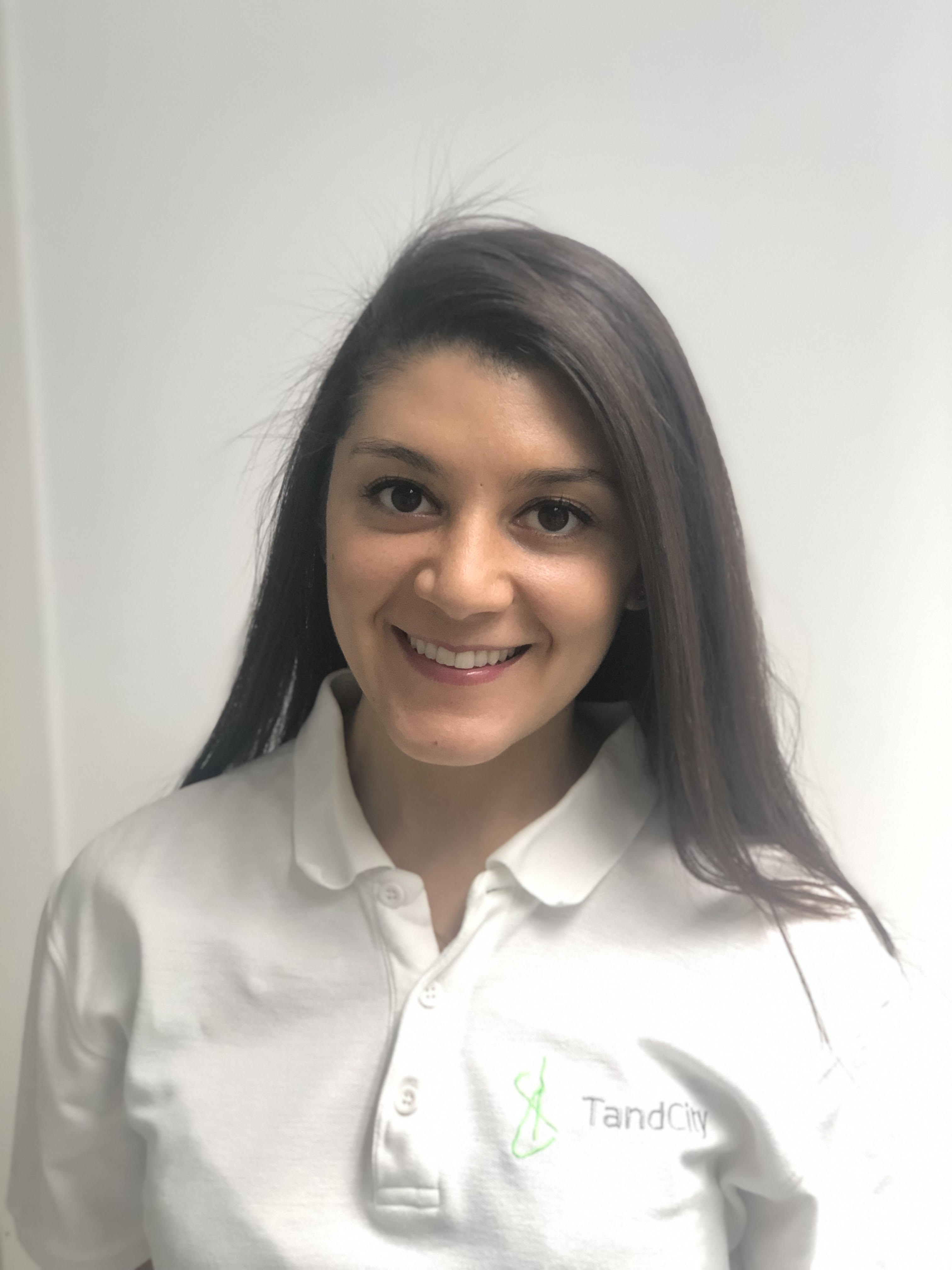 Marina Bishy, Tandläkare